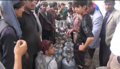 إب: مليشيا الحوثي تُخفي غاز الطهي عن المستهلكين لبيعها في السوق السوداء
