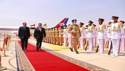 رئيس الوزراء يصل القاهرة على رأس وفد حكومي رفيع
