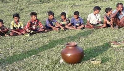 قرية هندية تجبر الأطفال على شرب الخمور للوقاية من كورونا (فيديو)
