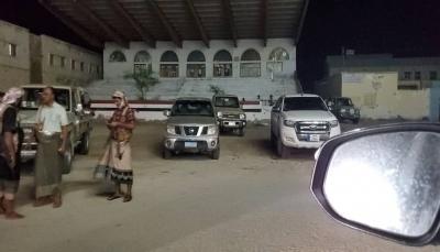 قبيل فعالية الانتقالي.. المهرة: القبائل تغلق مداخل المحافظة وتنتشر في شوارع الغيضة
