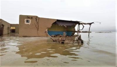تضررت 1340 أسرة.. فيضان سد مأرب يحاصر 450 أسرة نازحة في ثلاثة مخيمات