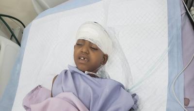 """استنكرت صمت الأمم المتحدة.. منظمات حقوقية تدين جريمة قنص الحوثيين """"طفلة الماء"""""""