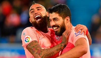 مدرب برشلونة يلحق فيدال بسواريز و6 لاعبين ينتظرون الاستغناء عنهم