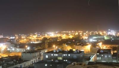 مليشيا الحوثي تستهدف الأحياء السكنية في مدينة مأرب بصاروخ باليستي
