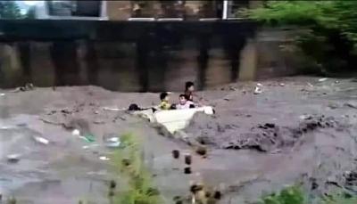 بعد وفاة أولادة واخته.. الحوثيون يعتزمون مقاضاة سائق السيارة التي جرفها السيل بإب
