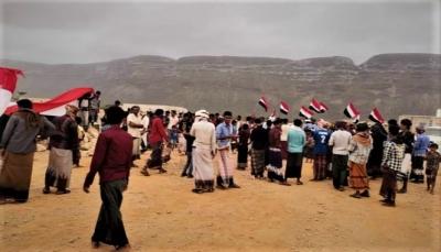 احتجاجات ترفض تواجد إسرائيل.. مصدر حكومي: سقطرى تحت سيطرة الإمارات ولا نعرفما يحدث فيها