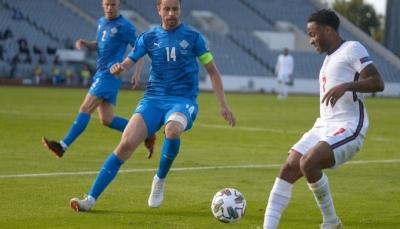 ستيرلينغيقود إنجلترا للفوز على أيسلندا