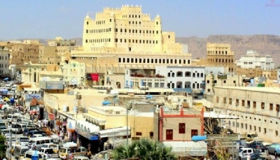"""حضرموت: قوات حكومية تغلق محلات الصرافة """"غير المُرخصة"""" في سيئون"""