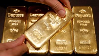 الذهب عند أعلى مستوى في أسبوع بفعل انخفاض الدولار