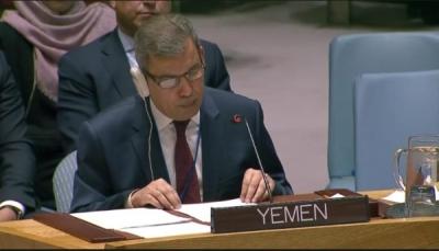 الحكومة اليمنية تؤكد حرصها على إحلال السلام والتعامل بإيجابية مع جهود المبعوث الأممي