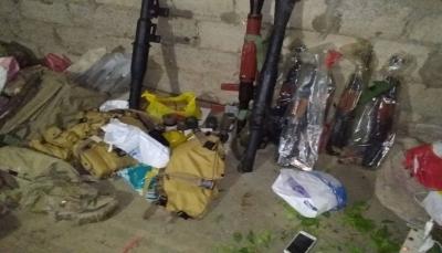 استخدمت نساء للتمويه.. مأرب: الأمن يضبط كمية من الأسلحة أثناء محاولة تهريبها