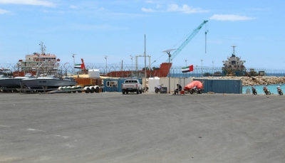 إقالة مدير ميناء سقطرى بعد أيام من منعه دخول شحنة أسلحة إماراتية للميناء