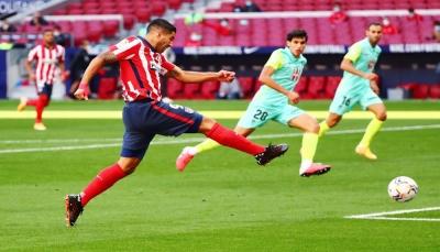 سواريز يقود أتلتيكو مدريد لدك شباك غرناطة بسداسية