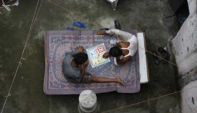 فتاة هندية تقاضي والدها وتطلب أمرا غريبا