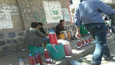 صنعاء: أزمة خانقة في المشتقات النفطية وارتفاع أسعارها في السوق السوداء