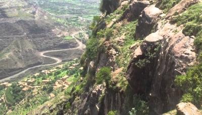 تعز: تحذيرات من انهيارات صخرية تهدد سكان إحدى قرى مديرية المواسط