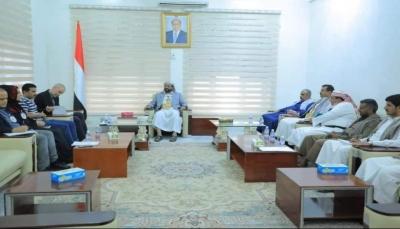 مأرب: العرادة يناقش مع الصليب الأحمر وضع المختطفين في سجون الحوثي