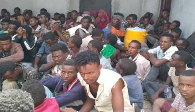"""تعز: ضبط قارب على متنه 130 مهاجرا إفريقيا في ساحل """"ذو باب"""""""