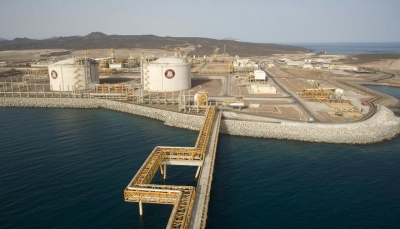 """""""بهدف خنق اليمنيين اقتصاديا"""".. مسؤول: الإمارات ترفض إخلاء منشأة بلحاف الغازية بشبوة"""
