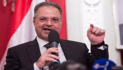 """مستشار رئاسي يطالب """"جهات"""" بتوضيح حول وصول الإيراني """"إيرلو"""" إلى صنعاء"""