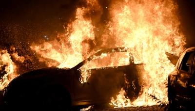 شاهد - روسي يحرق سيارته الفارهة التي يبلغ سعرها 170ألفدولار