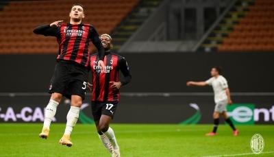 ميلان يواصل عروضه القوية في الدوري الأوروبي