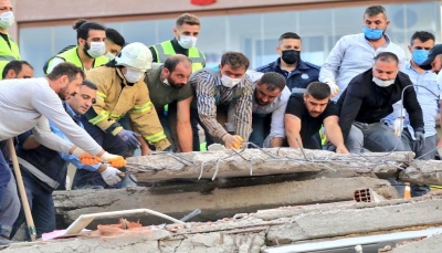 إنقاذ أم وأطفالها الثلاثة بعد 23 ساعة تحت أنقاض الزلزالتركيا
