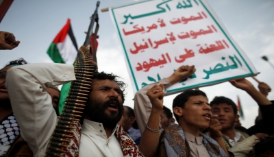 """الحكومة تحذر من """"مليشيات طائفية"""" تُعدها طهران بصنعاء وإيرلو يستنكر وصف الحوثيين بـ""""أداة إيران"""""""