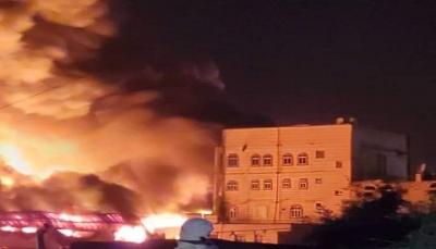 حريق هائل يلتهم مستودعًا لبيع المفروشات في العاصمة صنعاء(فيديو)