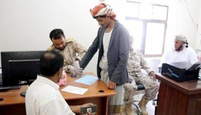 """سقطرى.. مليشيات الانتقالي الإماراتي تفتتح مكتباً لـ""""العمالة الوافدة"""" وتتعامل مع اليمنيين كأجانب"""