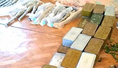 لحج: مليشيات الانتقالي تصادر شحنة أسلحة خاصة بقوات الجيش في البيضاء
