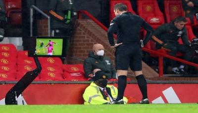 مانشستر يونايتد ينتصر بعد مباراة درامية مع تقنية الفيديو