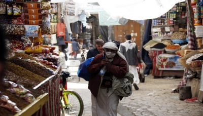 تراجع تحويلات اليمنيين.. تضاؤل مداخيل الأسر وتصاعد أزمة المعيشية