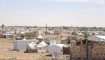 نزوح 200 أسرة جراء قصف الحوثيين لمخيمات مديرية رغوان غربي مأرب