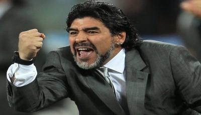 """وفاة أسطورة كرة القدم الإرجنتينية """"مارادونا"""".. (لمحة عن مسيرته الرياضية)"""