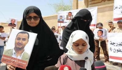 """أسرة الصحفي """"المنصوري"""" تدعو للتدخل لإنقاذه وتحمل الحوثيين مسؤولية تدهور صحته"""