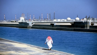 وكالة: جهود دبلوماسية لحل النزاع بين السعودية والإمارات بشأن إمدادات النفط