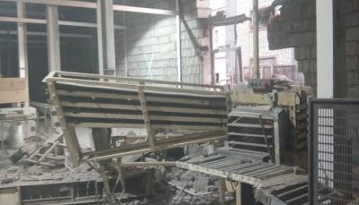 """""""مجزرة جديدة"""" بالحديدة.. مقتل وإصابة 16 عاملا بقصف حوثي لمجمع """"إخوان ثابت"""""""