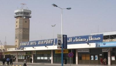 """الحكومة: مليشيات الحوثي حولت مطار صنعاء إلى """"مخابئ"""" لتخزين وتطوير الأسلحة"""