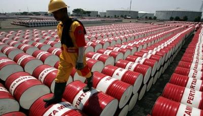 أسعار النفط تقفز 4 بالمائة لأول مرة منذ 9 أشهر
