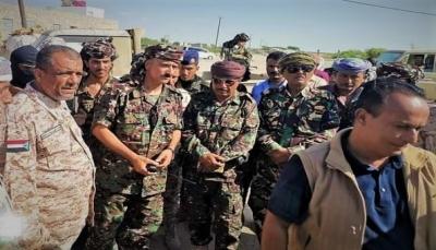 القوات الحكومية بأبين تستنكر مسرحية الانتقالي بتسليم معسكر لأحد قياداته