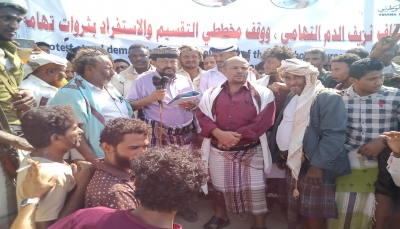 """الحديدة: تظاهرة شعبية في """"الخوخة"""" رفضاً لاتفاق ستوكهولم ومشاريع التقسيم"""