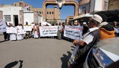 تعز: الجرحى يطالبون بتحسين أوضاعهم والمحافظ يوجه بإعفائهم من الرسوم الجامعية