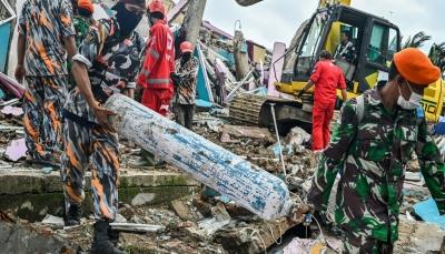 هدم آلاف المنازل وقتل 100 شخص.. إندونيسيا تواجه زلزالاً مدمراً ومساعٍ للبحث عن ناجين