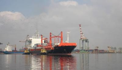 """بعد توقف دام أكثر من 10 سنوات..  ميناء عدن يدشن الخط العالمي الدنماركي """"ميرسك"""""""