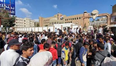 """تعز: مظاهرة تندد بجرائم الحوثيين بحق سكان عزلة """"الحيمة"""""""