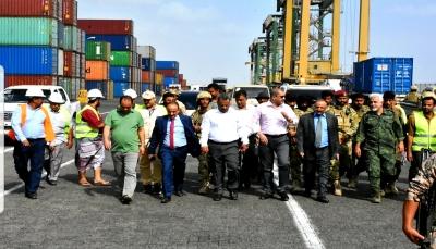 وزير النقل: لدينا توجه لتوسيع أنشطة ميناء عدن ومنافسة الموانئ الأخرى