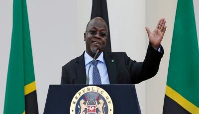 """رئيس دولة إفريقية يرفض الحجر الصحي ويدعو لاستنشاق البخار لمواجهة """"كورونا"""""""