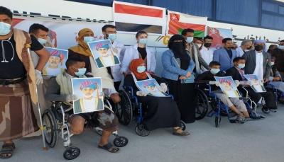 سلطنة عمان تستقبل 50 من جرحى الجيش الوطني لتركيب أطراف صناعية