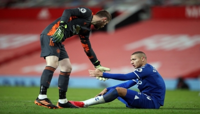 مانشستر يونايتد يهدر الفوز أمام إيفرتون في اللحظات الأخيرة